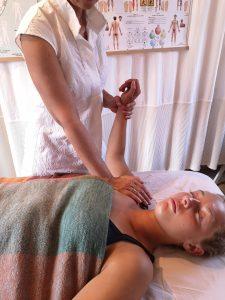 Som Totum kropsterapeut kan jeg afhjælpe dig med knæproblemer, rygsmerter, angst og stress og meget mere